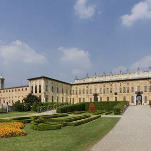 Villa Arconati Crivelli - Il Castellazzo di Bollate: Cortile frontale