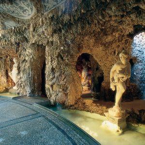 Emiciclo e grotte di Villa Litta, Lainate