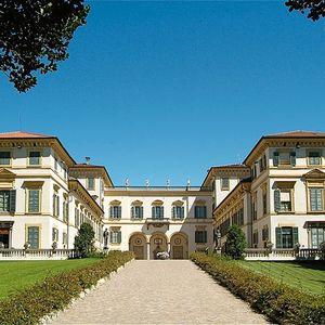 Villa San Carlo Borromeo a Senago: la facciata